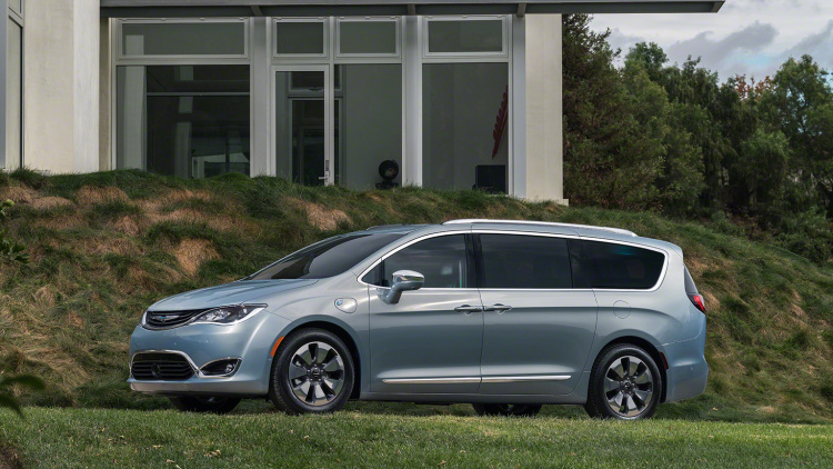 Newcarreleasedates.comMUST SEE 2017 Chrysler Pacifica Hybrid Plug-In Offers Minivan 35 miles of electric range Review