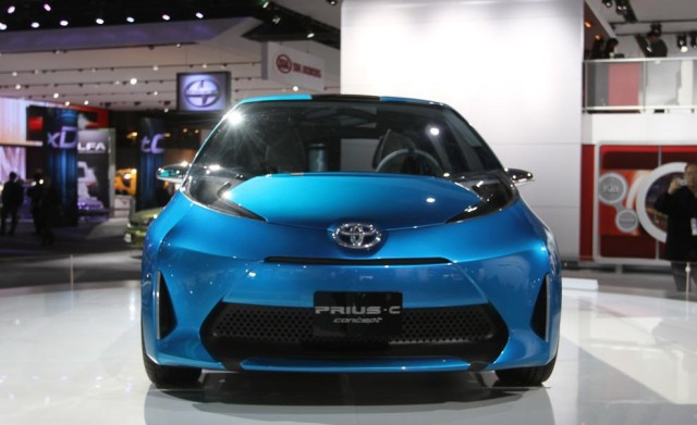 Newcarreleasedates.Com New 2018 Hybrids and Plug-ins ''2018 TOYOTA PRIUS C HYBRID'' 2018 Hybrid/Electric Vehicle Buying Guide, Price, Photos, Reviews
