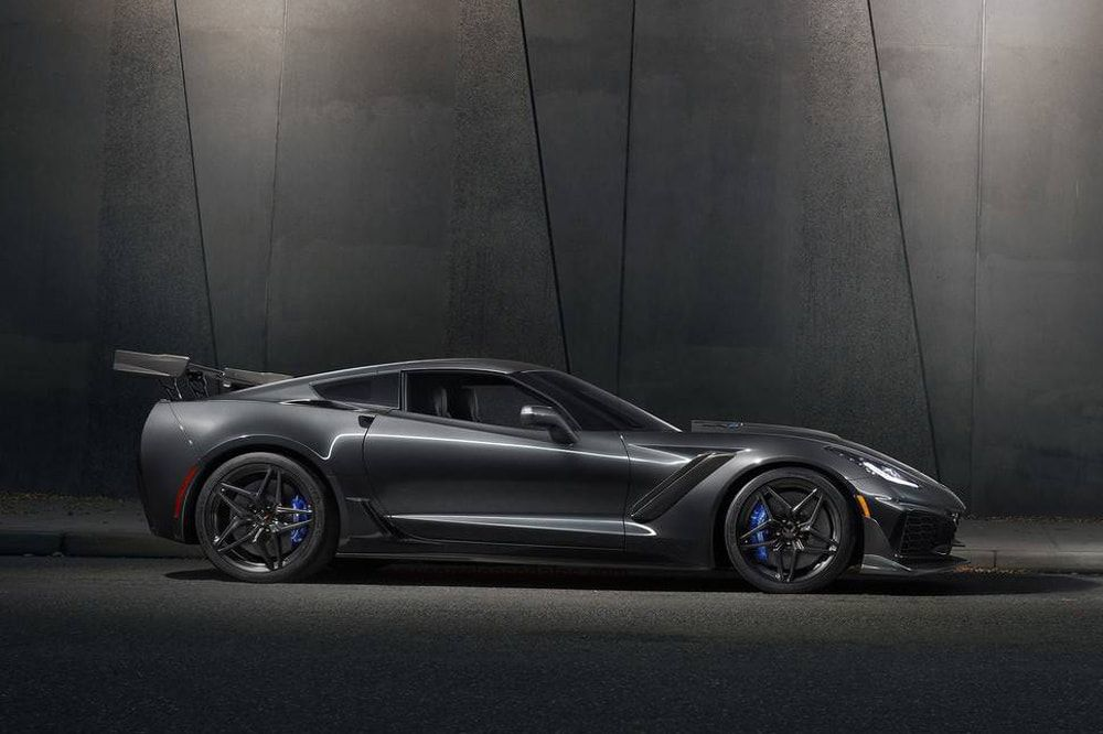 Chevrolet Corvette ZR1 2018, with 755 HP Review